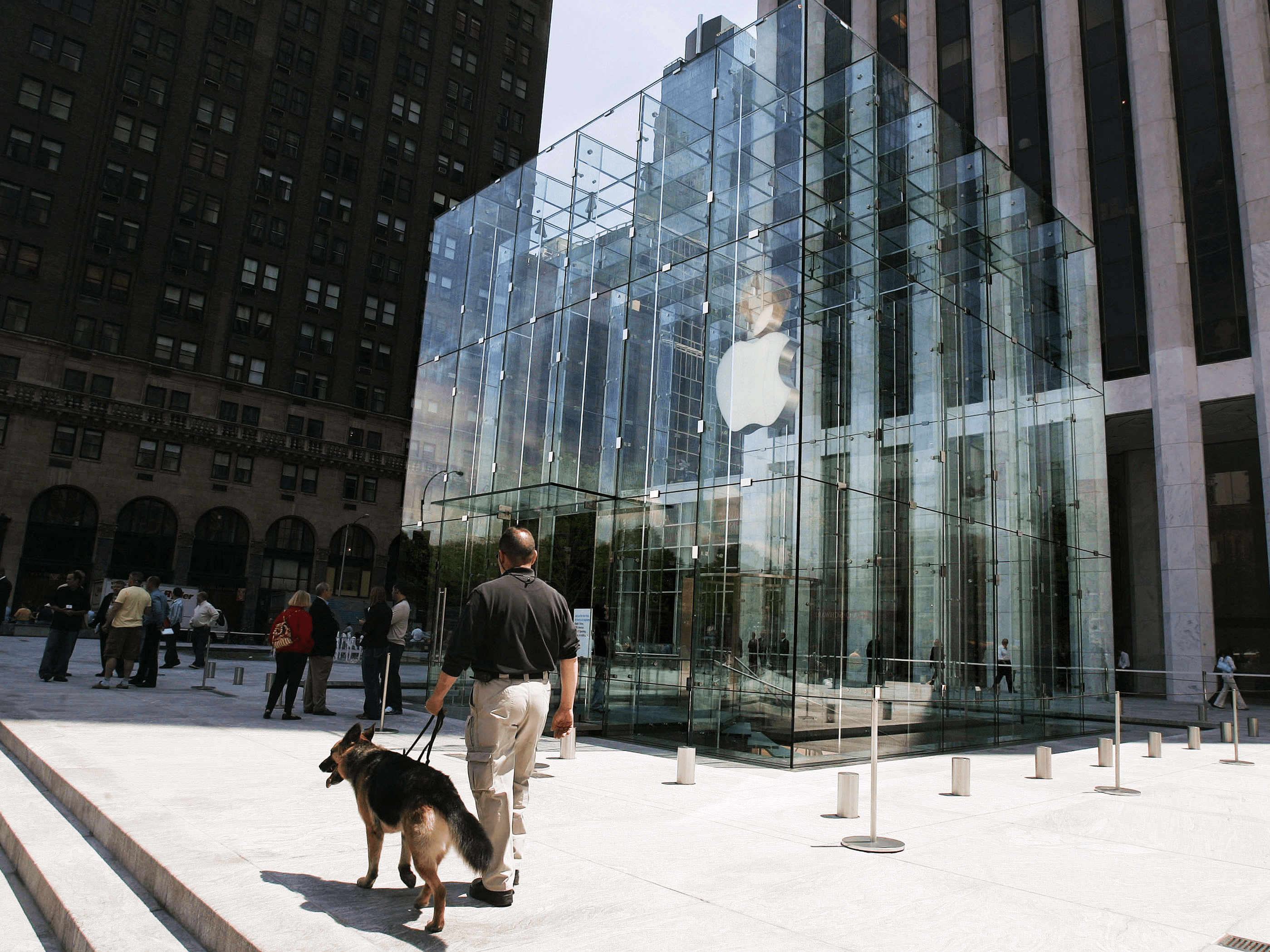 Changes are coming to Apple's retail stores.