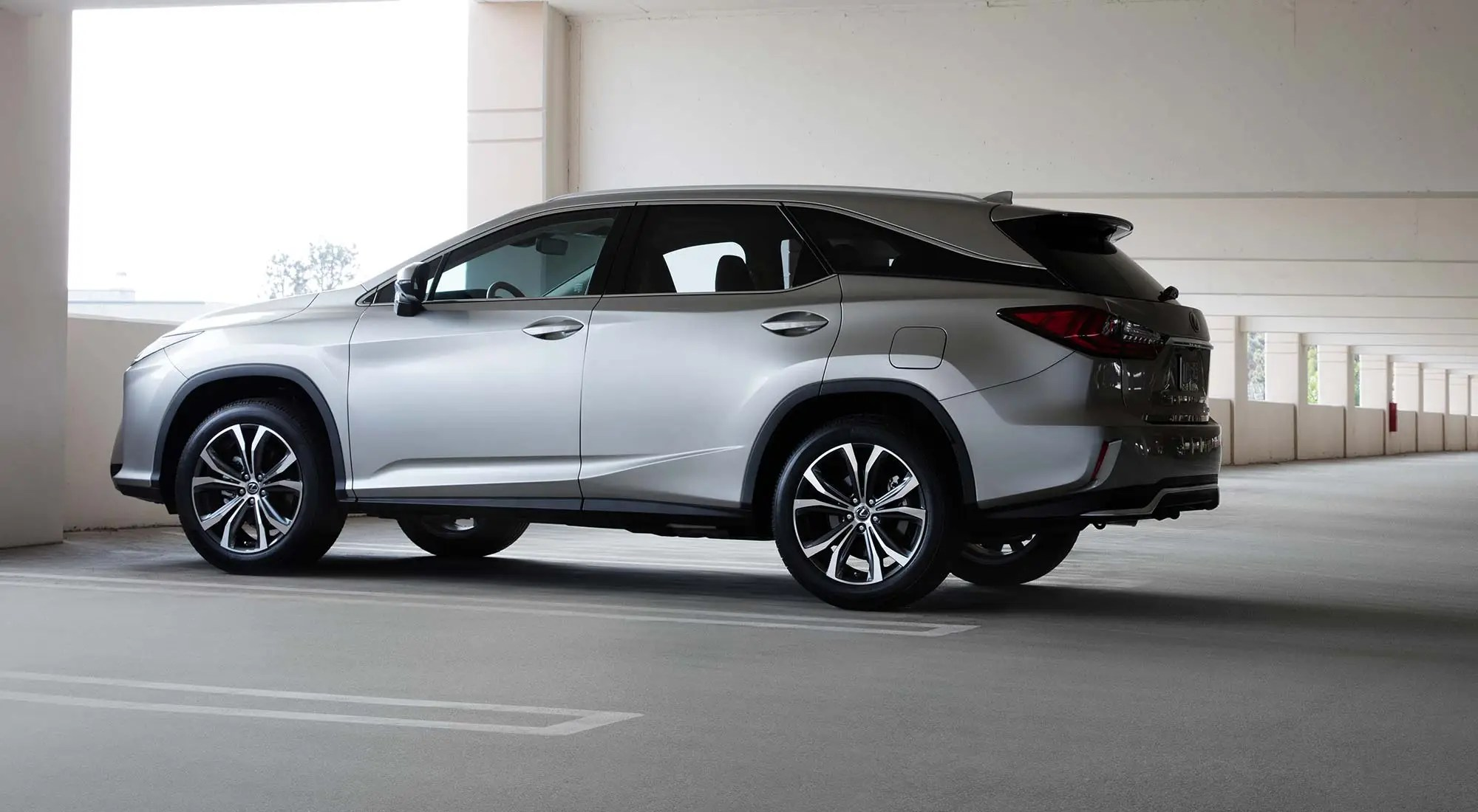 Lexus goes big with an extra large RX350L and RX450hL crossover