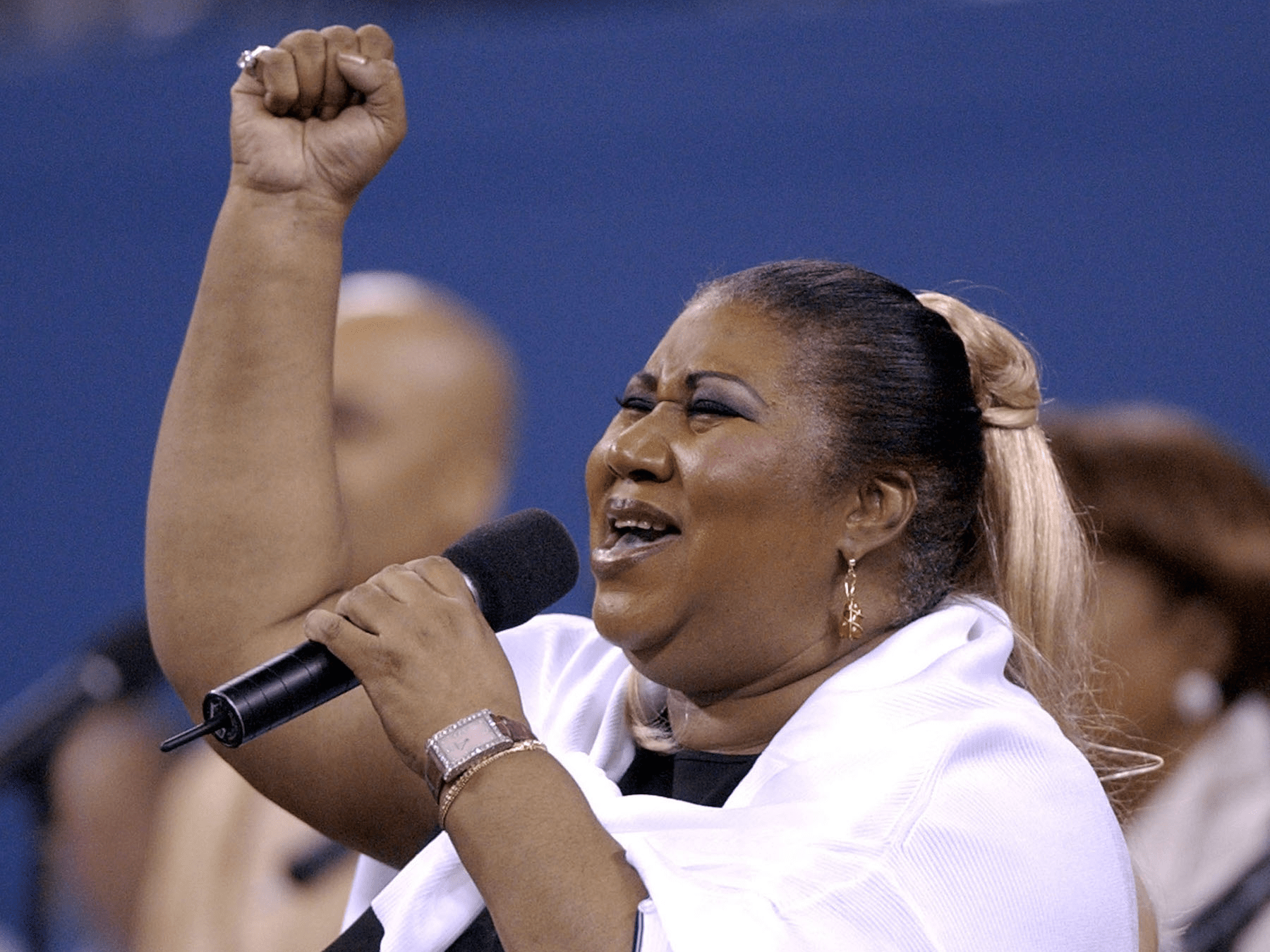 Aretha Franklin sings before Womens Final at US open 2002 AP