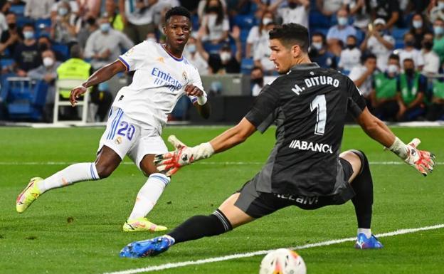 Vinicius scores the third goal for Real Madrid against Celta.