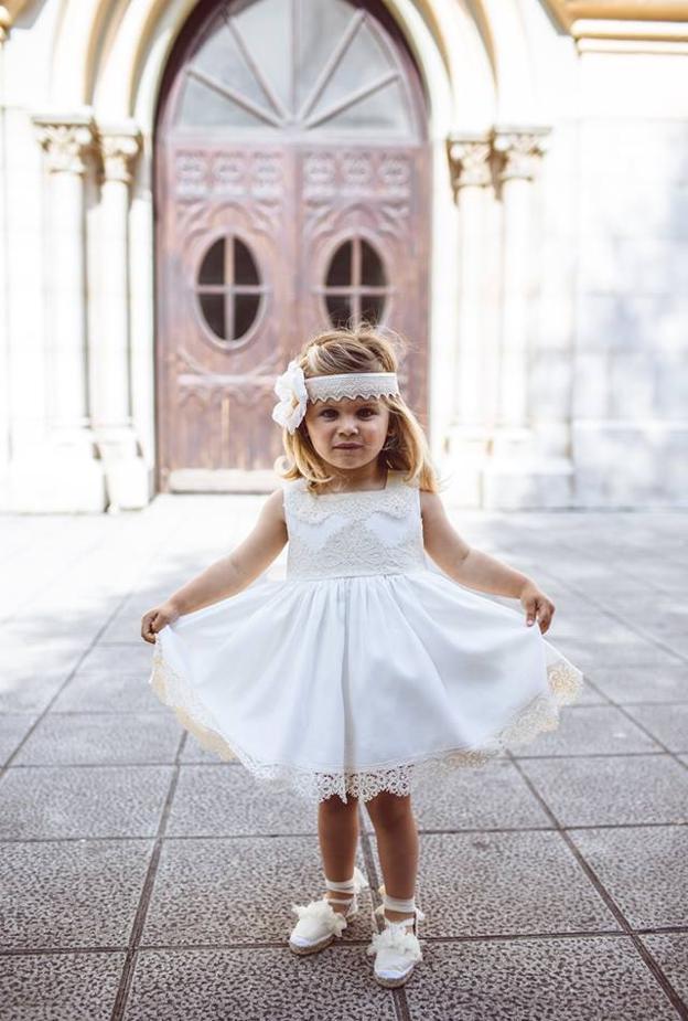 Una pequeña princesa en el 'Sí, Quiero' de María y Carlos.