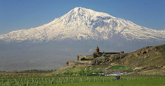 Monte Ararat visto desde Khor Virap (Armenia).