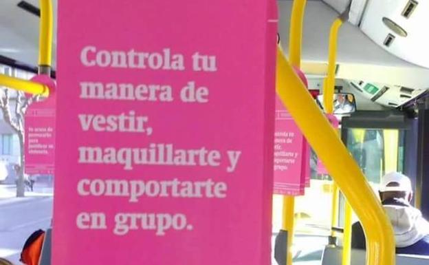 Cartel de la campaña en un autobús de Murcia. /