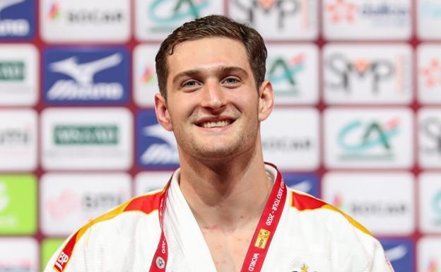 Niko Sherazadishvili, tras conquistar el oro en el Grand Slam de París./Gabi Juan / RFEJUDO