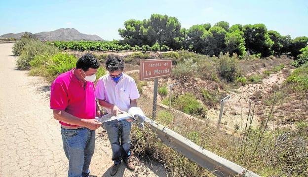 Manuel Martínez and Juan García Bermejo, in Balsicas, next to the Rambla de La Maraña.