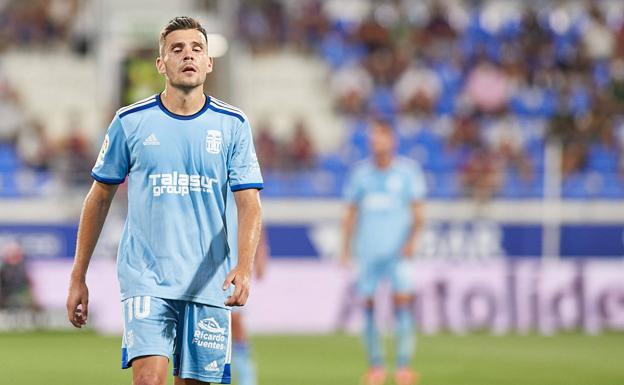 Gallar regrets after Huesca's first goal.