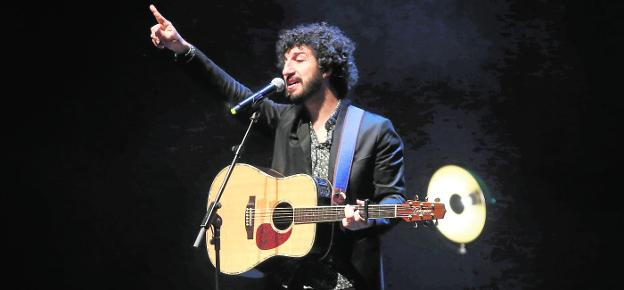 'The old boxer'.  The singer-songwriter Marwán in his last concert at the Ciudad de la Cultura Laboral Theater in Gijón (Asturias).