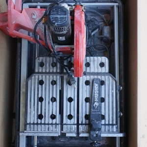 husky 7 wet tile saw with laser and stand