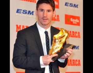 Lionel Messi S Son Thiago Helps Finish Off His Leg Tattoo