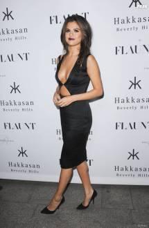 Selena Gomez Sans Soutif Pour La Soir Flaunt Le 7