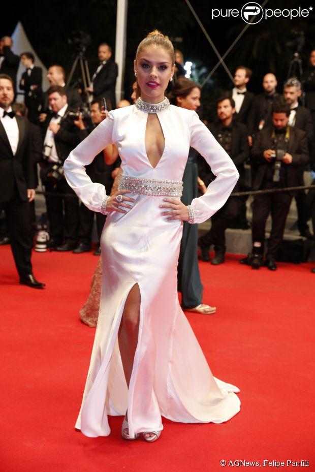 Paloma Bernardi veste Trinitá no tapete vermelho da première do filme 'The Rover' no Festival de Cannes 2014
