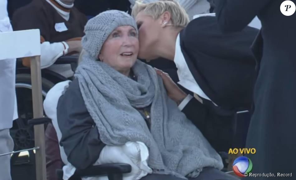 'Ela não veio por causa da filha não, ela veio por causa da outra filha dela', brincou Ivete Sangalo com Dona Alda, mãe de Xuxa