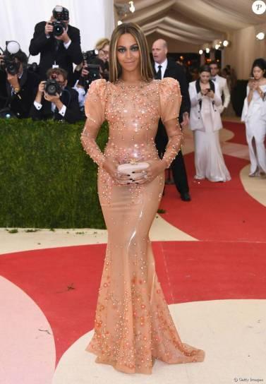 Ritual de Beyoncé para entrar em vestido de látex é revelado: 'Lubrificante'