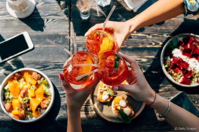 Aposte nos líquidos, mas lembre-se que bebidas alcóolicas podem desidratar