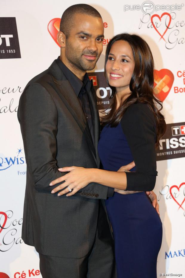 Tony Parker et sa fiancée Axelle Francine à Collonges-au-Mont-d'Or, le 26 septembre 2013. Le couple attend son premier enfant.