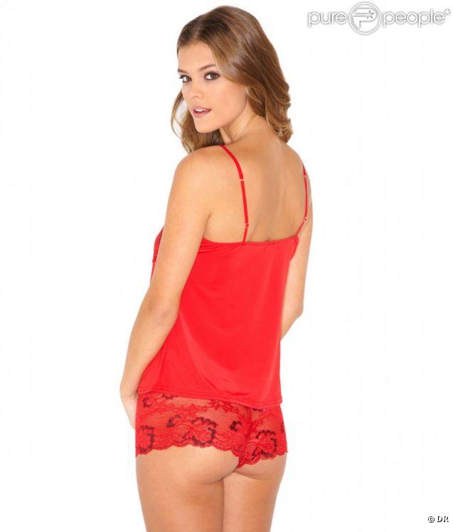 Nina Agdal pose pour la marque Bare Necessities : le rouge lui va bien