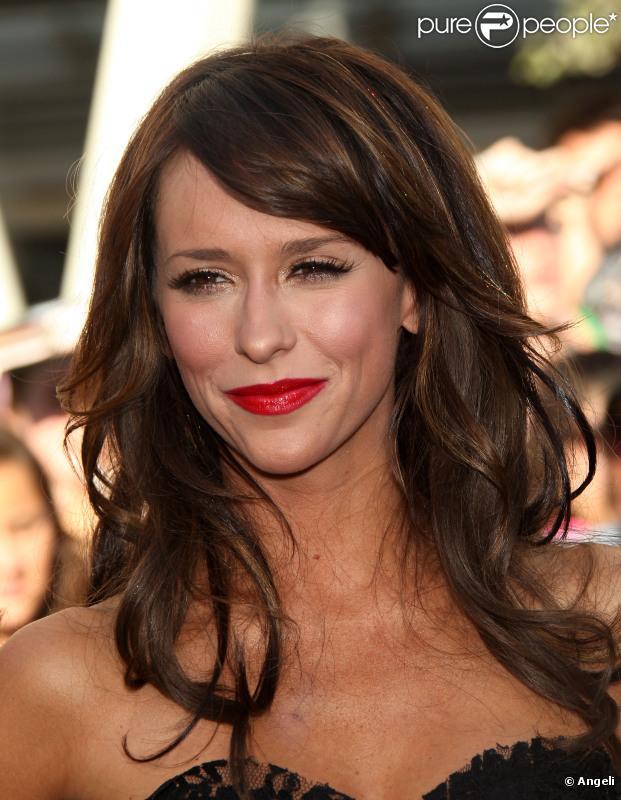 Jennifer Love Hewitt Sur Les Traces De Sharon Stone Dans
