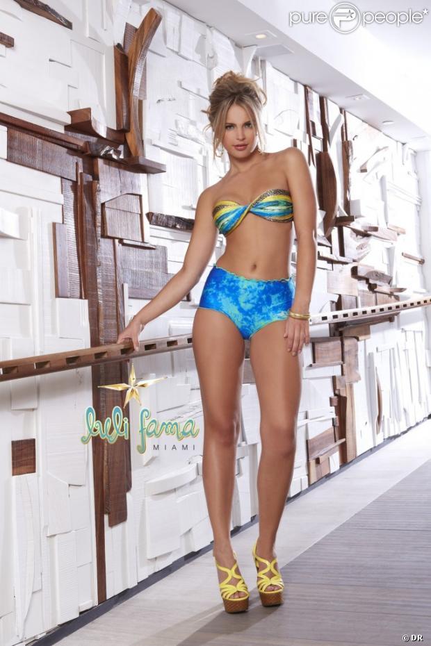 L'ultrasensuelle Brésilienne Elisandra Tomacheski pour la marque de maillots de bain Luli Fama.