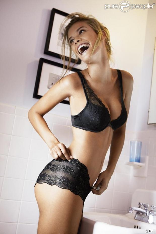 Nina Agdal, égérie sexy et rayonnante pour la collection Holiday 2012 d'Aerie.