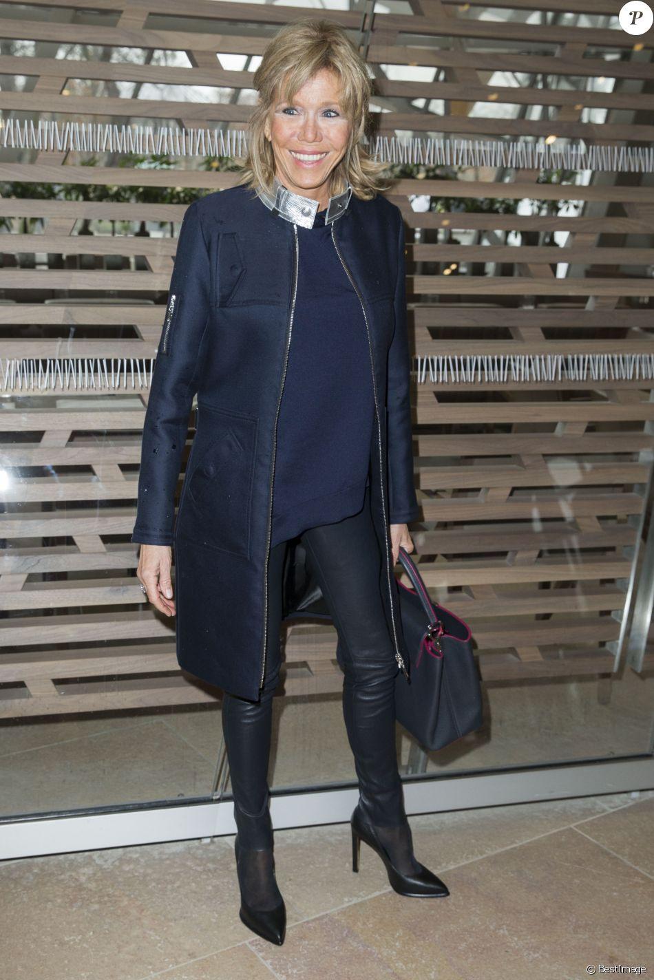 """Brigitte Macron au du défilé de mode prêt-à-porter automne-hiver 2016-2017 """"Louis Vuitton"""" à Paris le 9 mars 2016. © Olivier Borde/Bestimage"""