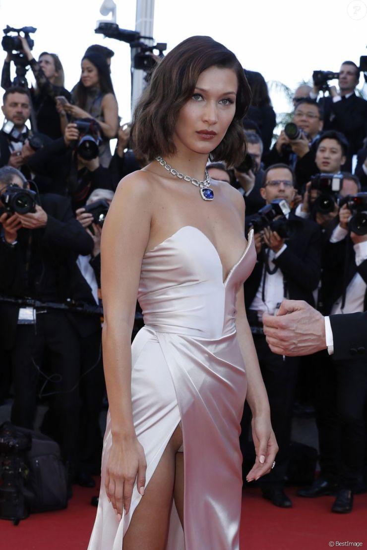ad92f13fd493c ... Bella Hadid dévoile sa culotte lors de la montée des marches du film