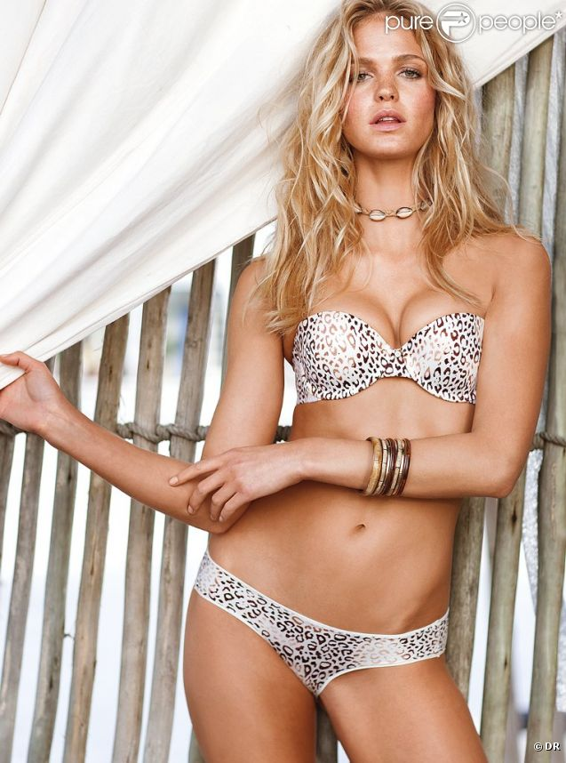 Erin Heatherton pose pour Victoria's Secret.