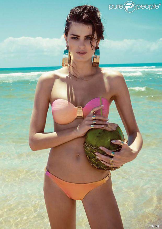 Isabeli Fontana en bikini pose pour Morena Rosa Beach collection été 2013