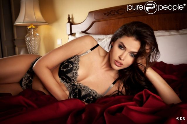 Hana Nitsche : une vraie bombe quand elle prend la pose pour la lingerie Enamorata