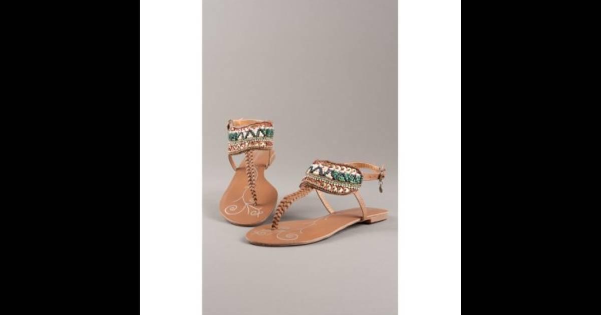 Sandales plates. 34.99 euros A shopper ici - Puretrend