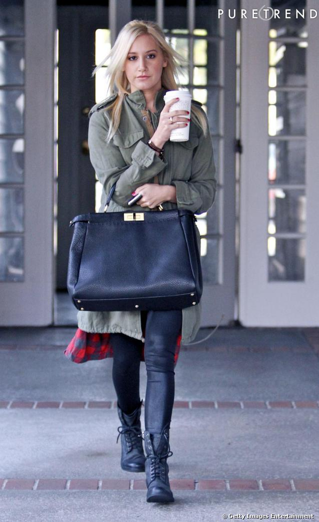 It bas + chemise bucheron + veste kaki : Ashley tente le total look tendance. Un peu too much ?