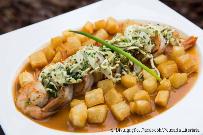 No Quintal das Letras, a chef Claudia Mascarenhas mistura pratos da culinária brasileira com toques locais
