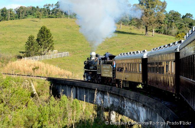 O trem maria-fumaça faz uma viagem de duas horas até as cidades de Garibaldi e Carlos Barbosa