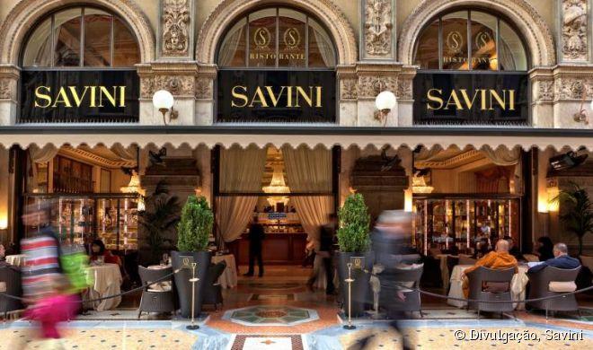 Quem estiver visitando a belíssima Galeria Vittorio Emanuele II e quiser fazer uma excelente refeição, não deixe de ir no restaurante Savini, inaugurado em 1884 no local