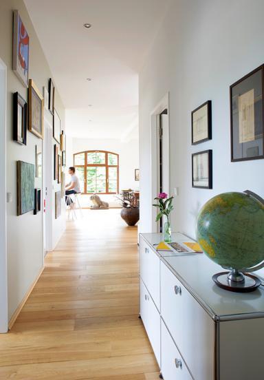 Den schmalen Raum als Privatgalerie inszenieren  Bild 14