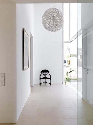Fotostrecke Gerumiger und heller Eingangsbereich  Bild