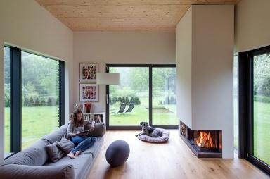 Haus des Jahres Gartenzimmer mit Kamin  Bild 3