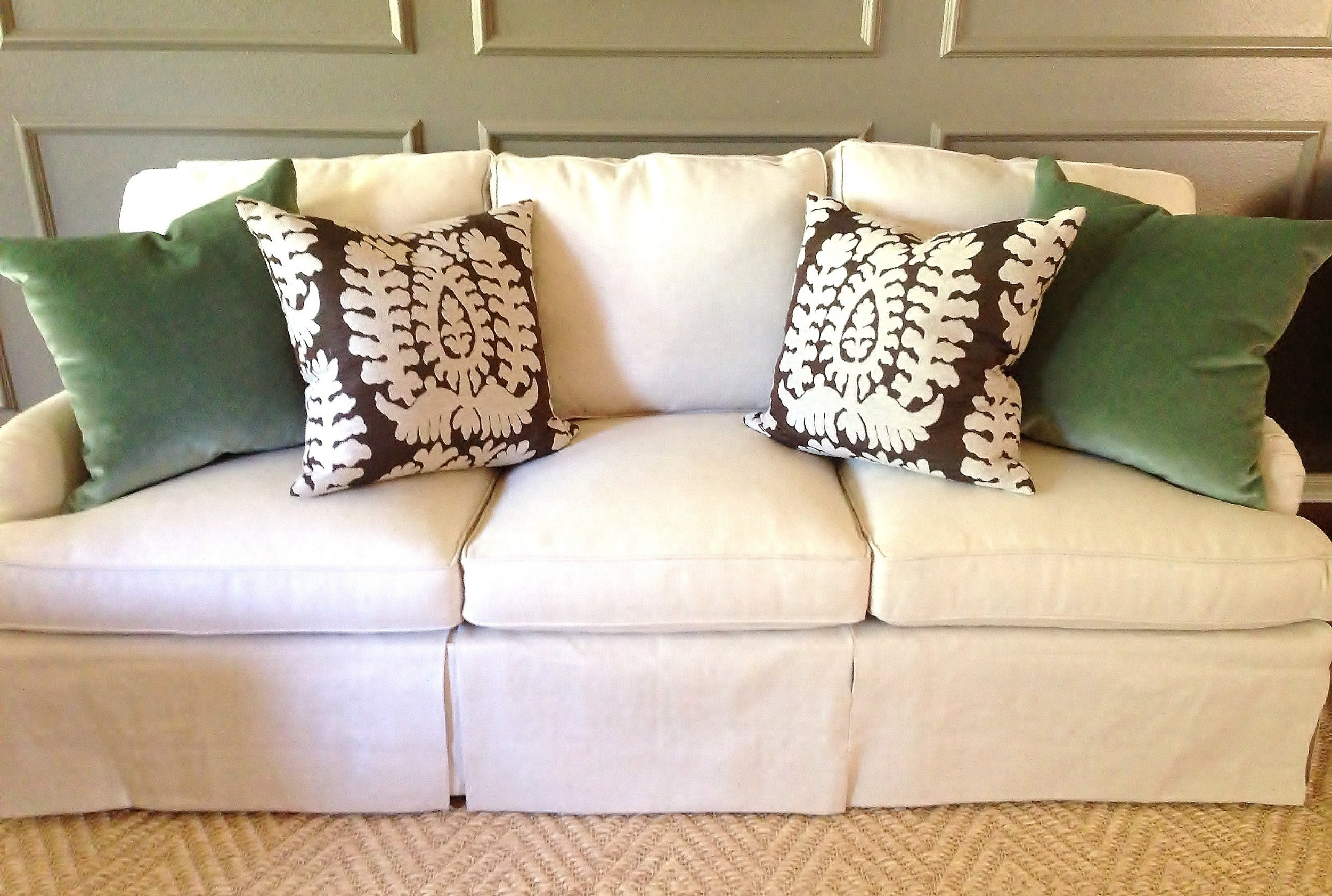 throw pillows for living room couch sconces how to pick perfect decorative your sofa bed or velvet and patterned on neutral designer carla aston sofapillows
