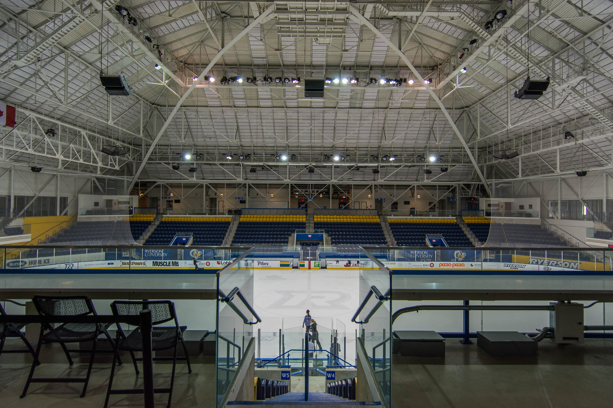Maple Leaf Gardens (1/320s, f/4, ISO800)