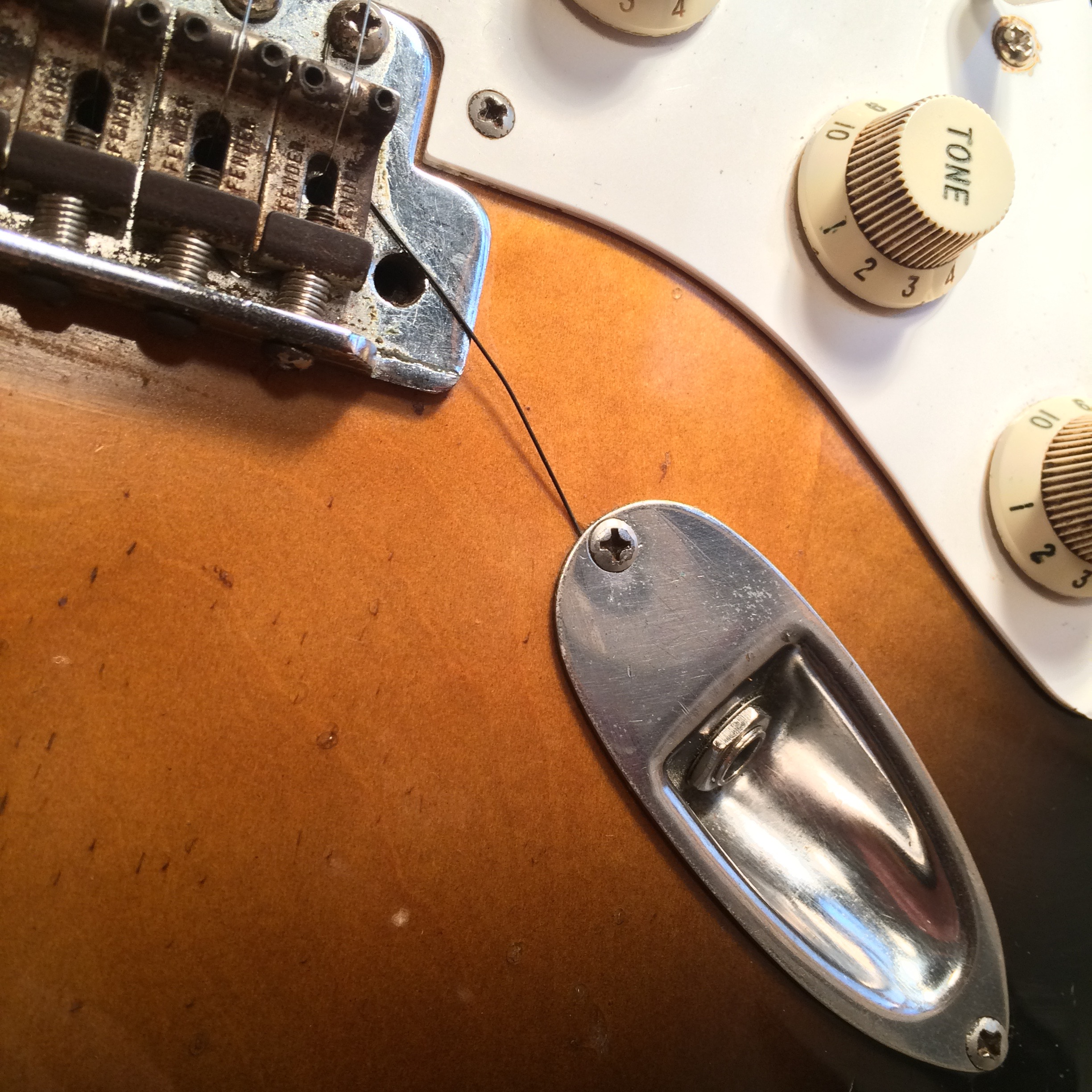 hight resolution of an effective although not the most aesthetically pleasing way to ground a strat