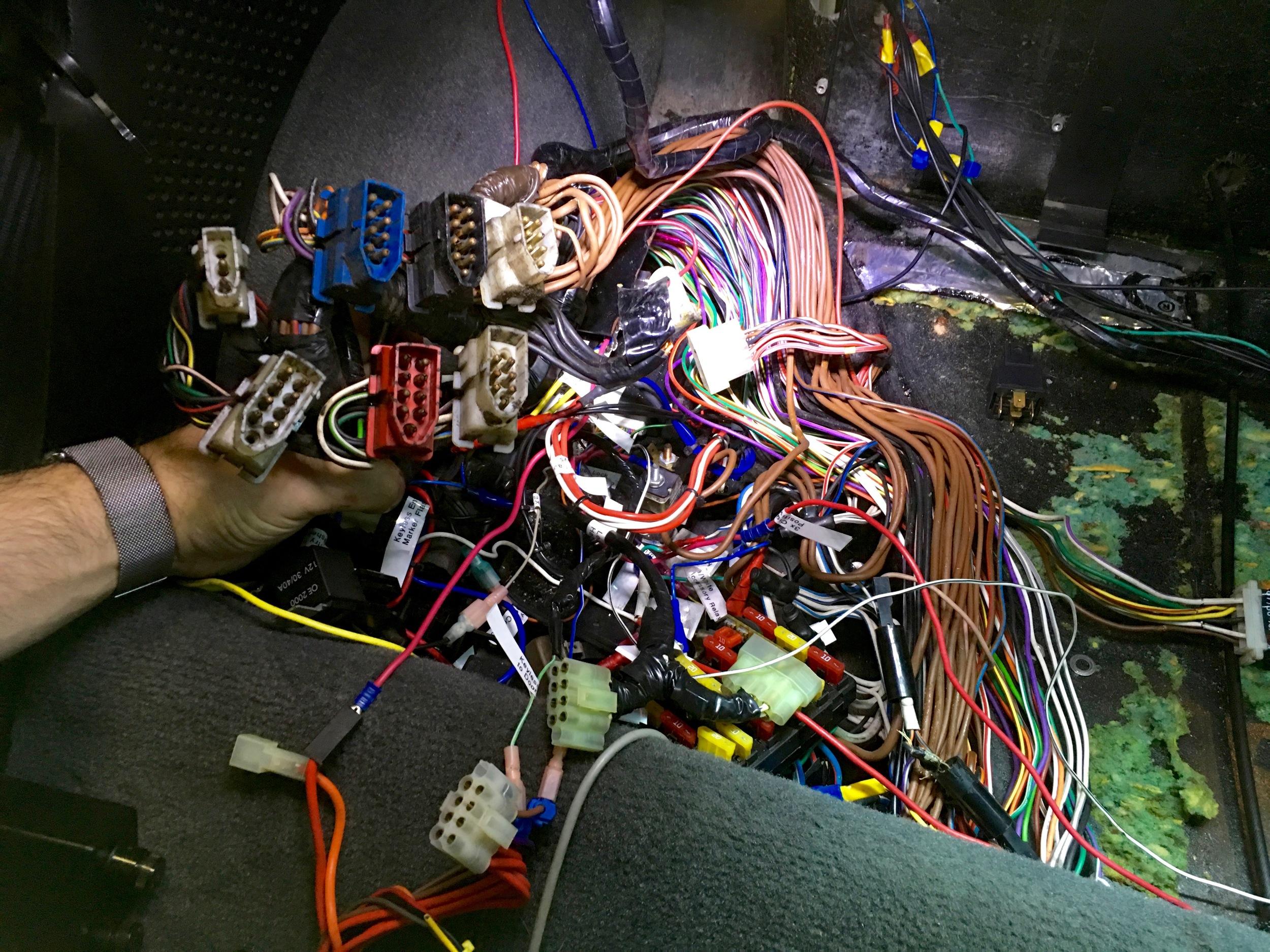 spark plug wire harnes [ 1500 x 1125 Pixel ]