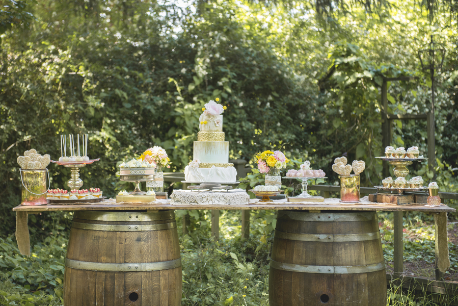 Fall Round Picnic Table Wallpaper Rustic Garden Inspired Wedding It S Whimsical With A