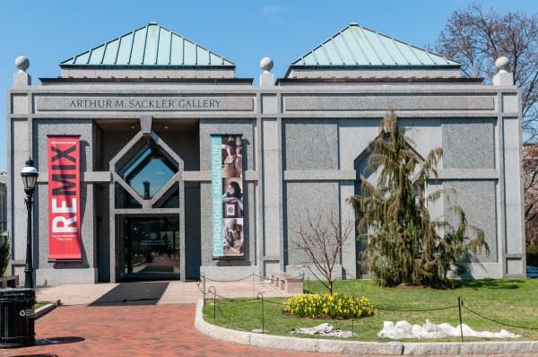 Smithsonian Arthur . Sackler Todd Henson