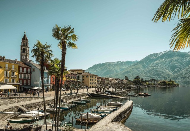 Spring on the lakeside promenade, Ascona. Copyright by: Switzerland Tourism