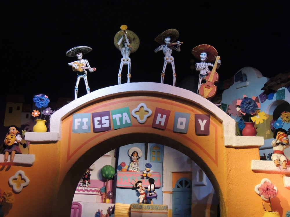 Day Of The Dead Traditions At Disney World And Disneyland