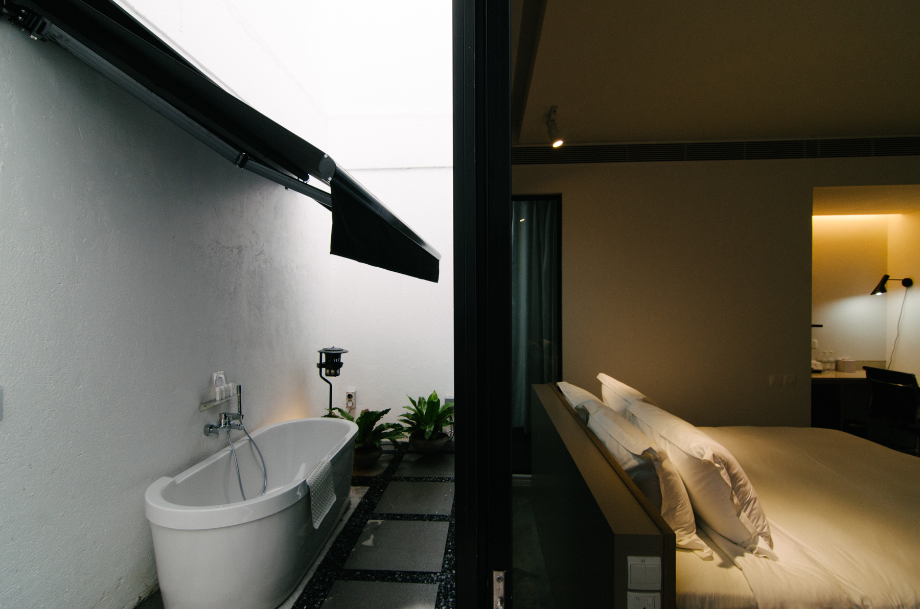 Hotel Review Lloyds Inn Singapore The Shutterwhale