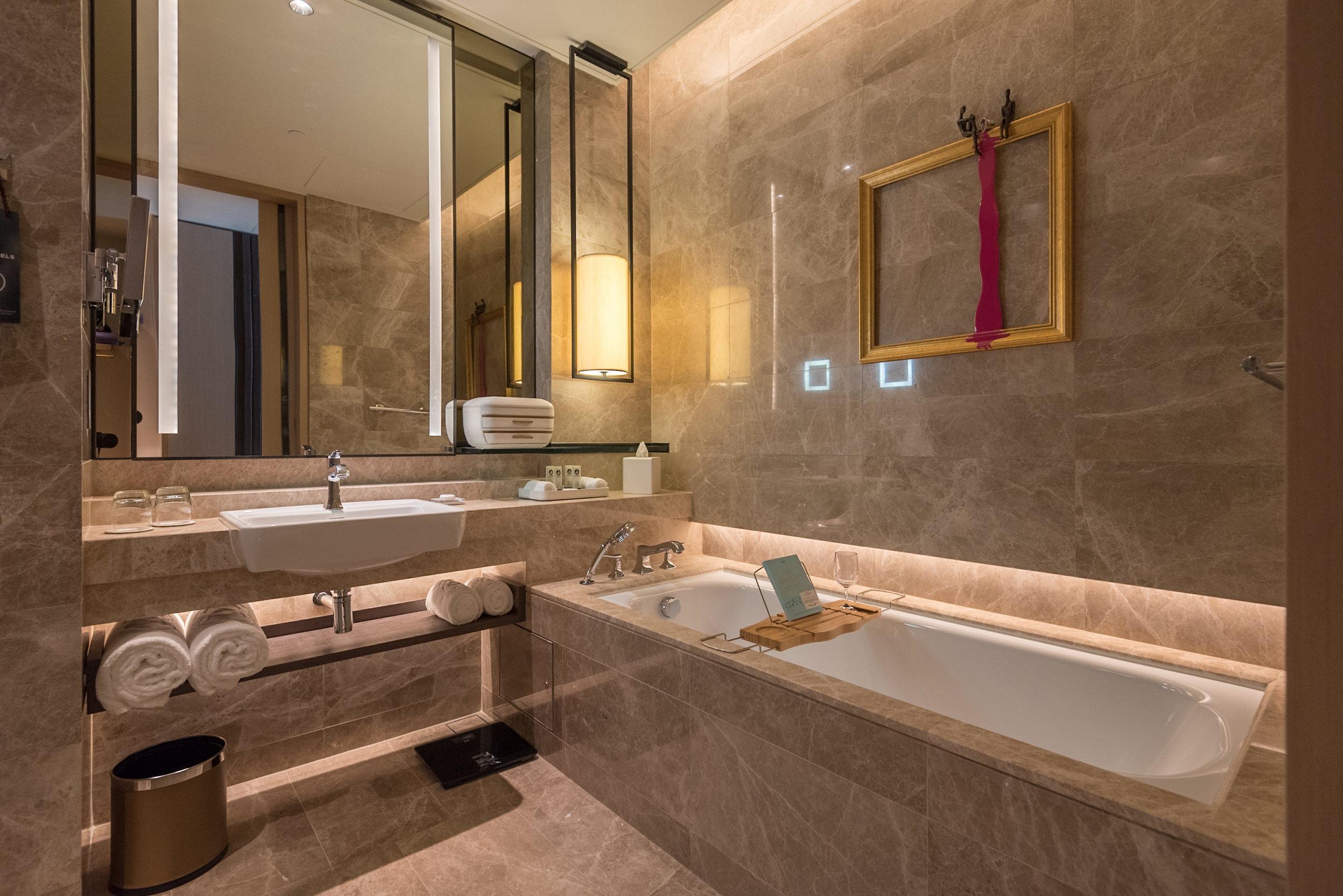 Hotel Review Sofitel Singapore City Centre Luxury Room