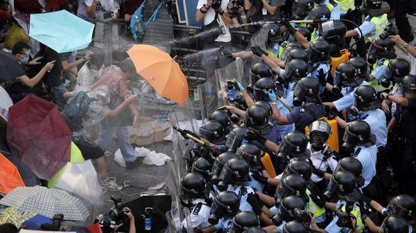 "Hong Kong's ""Umbrella Revolution"" + Instagram blocked. Follow gulou on Tumblr for more."