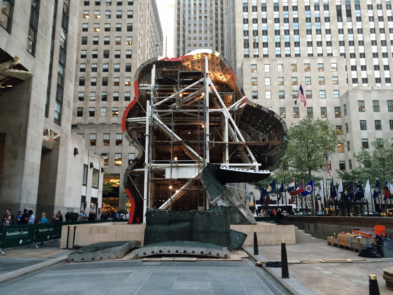 "The guts of Jeff Koons' ""Split Rocker"""