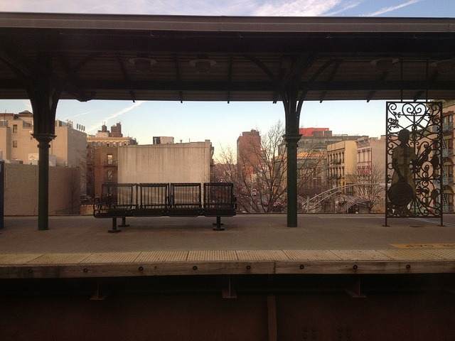 Stillness at Harlem 125th Street on Flickr.