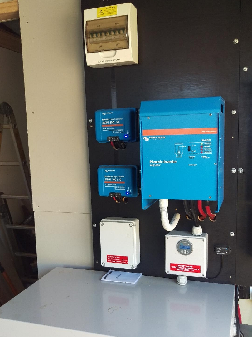 medium resolution of 24v dc coupled off grid solar system with 2 x victron bluesolar charge controllers